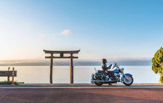 バイクを乗っている人