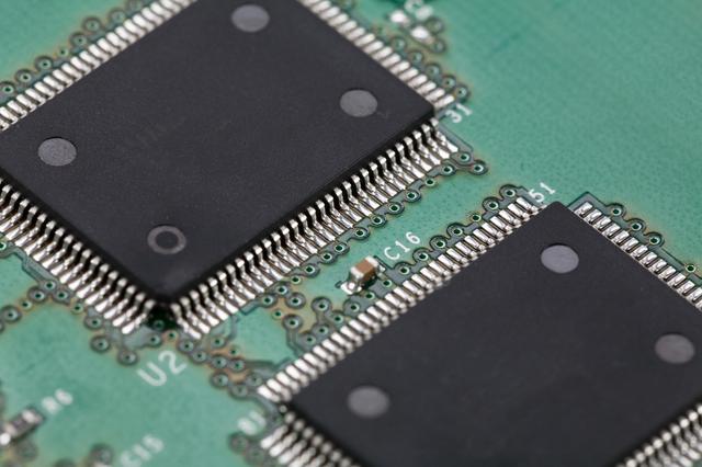 メモリの処理速度とストレージ容量